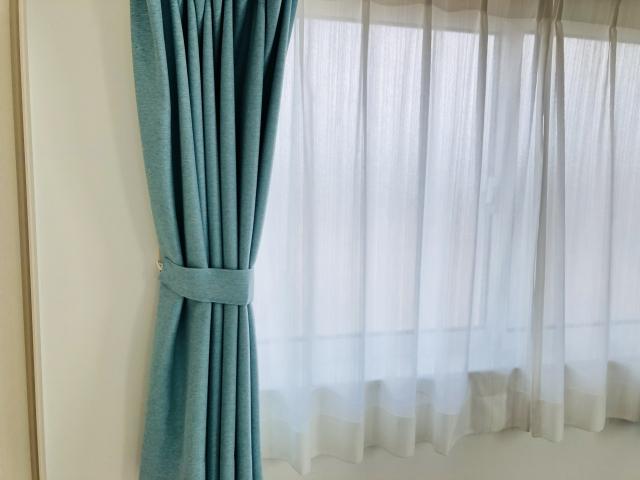 カーテンの長さは床からどれくらい?窓のサイズとの関係は?