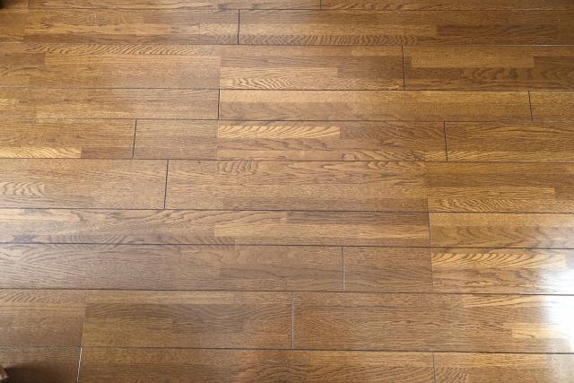 床に塗ったワックスが剥がれている!?キレイな床を目指そう
