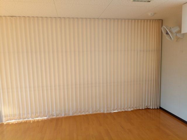 間仕切りカーテンで暮らしを変える!レールタイプは種類豊富
