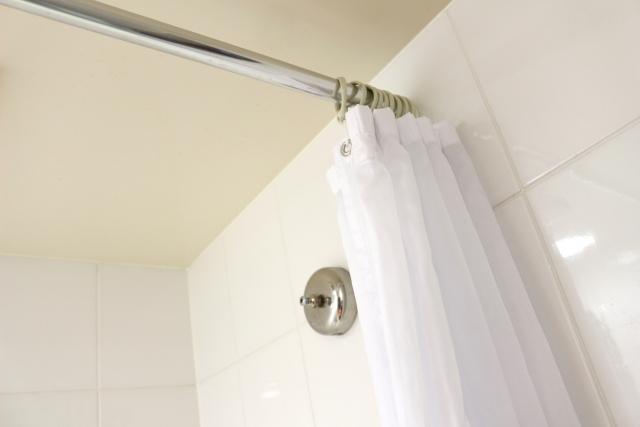 ユニットバスの「シャワーカーテン」使い方やお手入れ方法