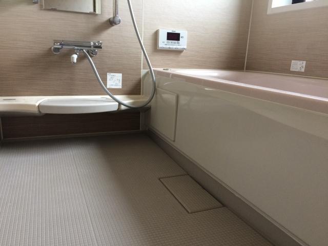 ユニットバスのリフォーム!浴室床シートを貼って快適生活