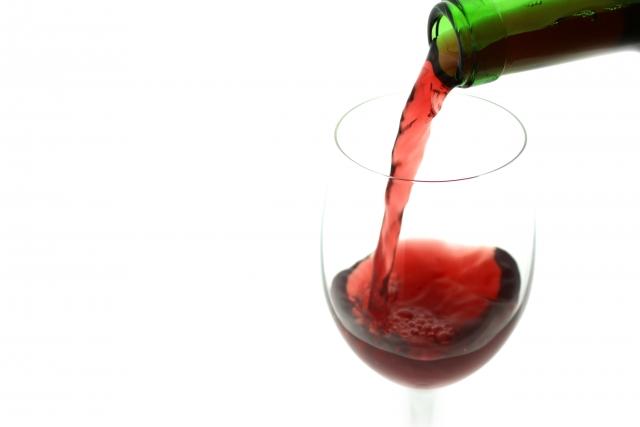カーペットでも大丈夫!知って得する赤ワインのシミ対処法!