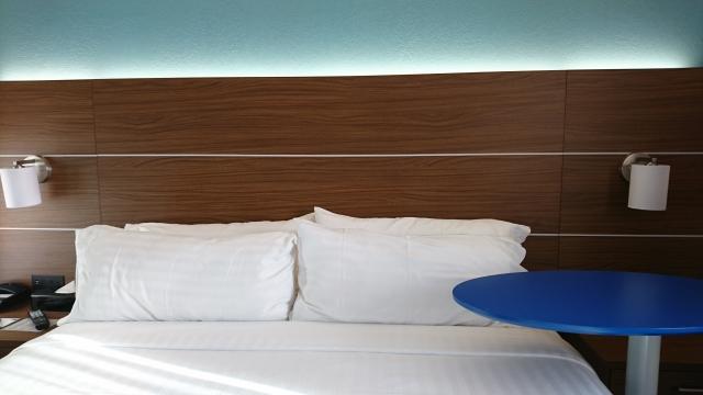ホテル風ベッドメイキングの仕方!シーツの隅を三角に
