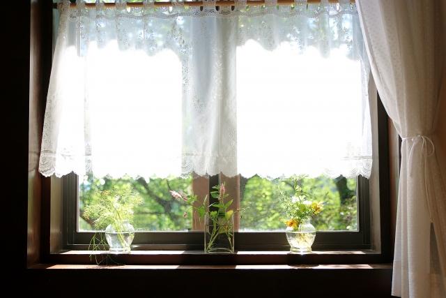 カーテンが短いと部屋が寒い?!カーテンを長くする対処法