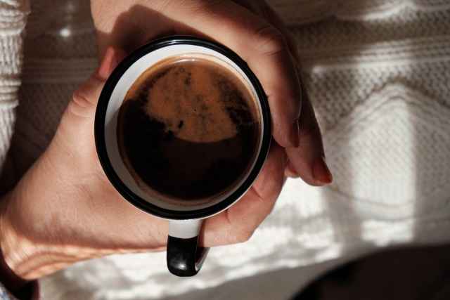 壁に目立つコーヒーのシミ!油分の有無が分かれば対処可能!