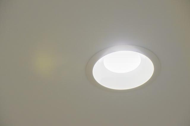 照明計画は慎重に!ダウンライトをリビングにどう配置するか