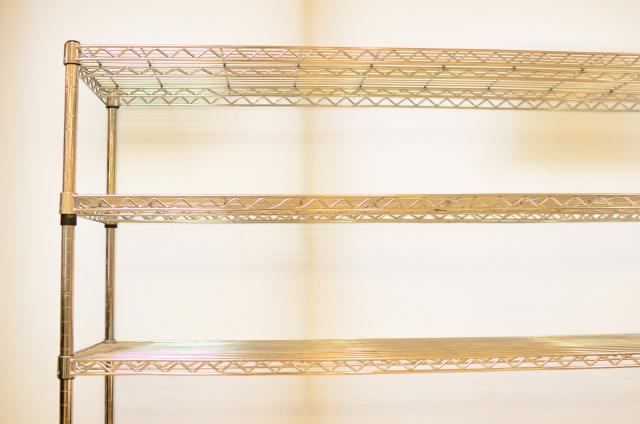 メタルラックの分解術!かたい棚を安全に楽に外すコツとは?
