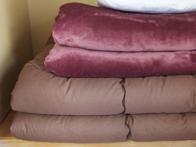 かさばる布団をスッキリ収納!ひと工夫でできる収納アイデア
