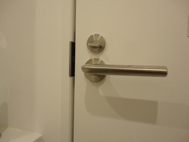 鍵を部屋のドアに取り付けたい!設置方法や必要な道具とは?