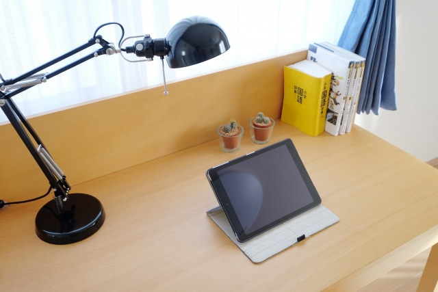 高校生の部屋の机を買い替える!配置も変えて集中力UP!