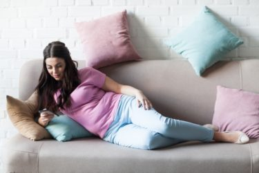 狭くても寛ぎたい!6畳の1Rに配置するソファのおすすめは?