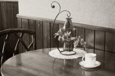 カフェテーブルは丸が可愛い!アンティーク調でおしゃれに!