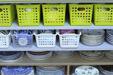 オープンシェルフに食器を収納するアイデア!