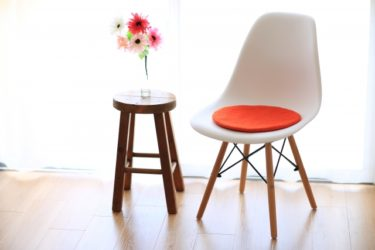 スツールと椅子の違いは?スツールの中でも収納付きが便利!