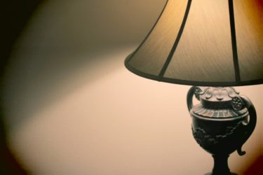 リビングをおしゃれに見せる間接照明の種類や置き方は?