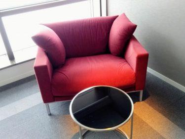 ワインレッドのソファをうまくインテリアに取り入れる方法