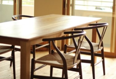 無垢のテーブルのお手入れ!ワックスを使って木目を美しく!